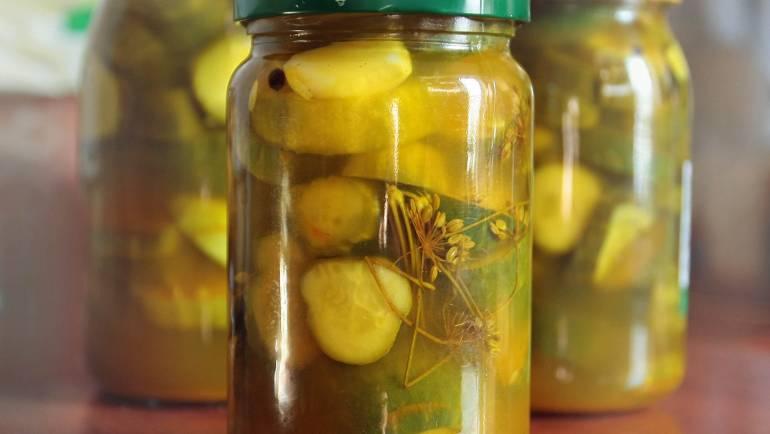 Konservuoti agurkai su medumi